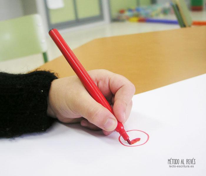 escritura niños zurdos: agarre correcto
